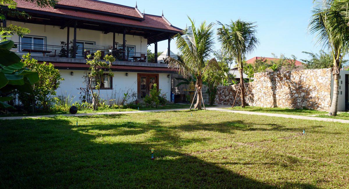 Thany-Private-Villa-Garden